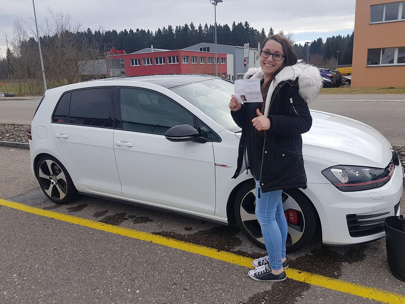 Führerschein Praktische- & Theorieprüfung in Wagen - Driving Point