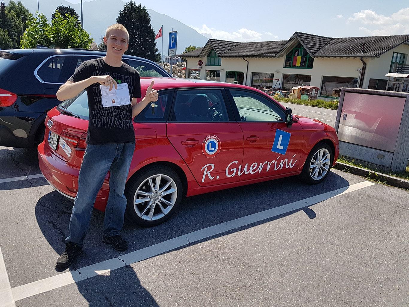 Führerschein für Auto & Motorrad in Jona | Fahrschule Driving Point