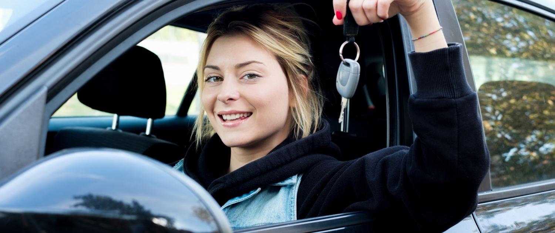 Verkehrskunde & Theorieprüfung zum Führerschein in Wagen - Fahrschule Driving Point